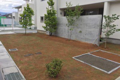 芝張りと植栽工事