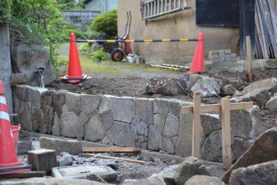 木曽石による石積み工事(野面積み)